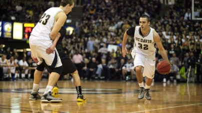 Men's basketball turnaround season ends in disappointment
