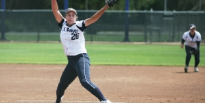 Softball loses rubber match against Gauchos