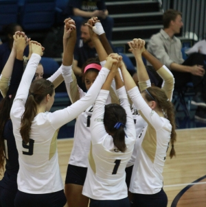 Volleyball makes short work of Cal State Fullerton