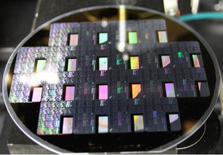 Pattern of tiny black holes enables fastest data conversion reported for a photodetector