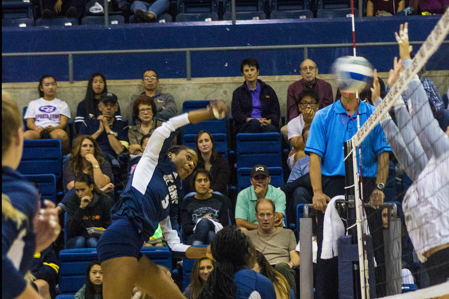 UC Davis women's volleyball ends skid against Long Beach State