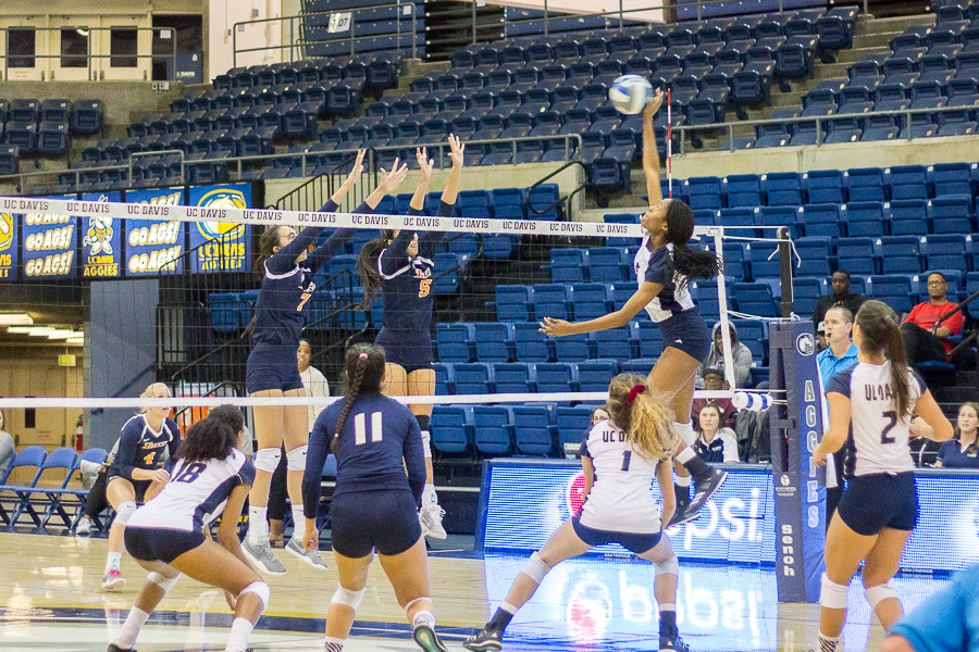 Aggies dominate Titans in 3-0 blowout