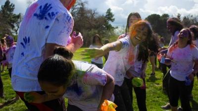 UC Davis students celebrate Holi at annual Rang de Davis