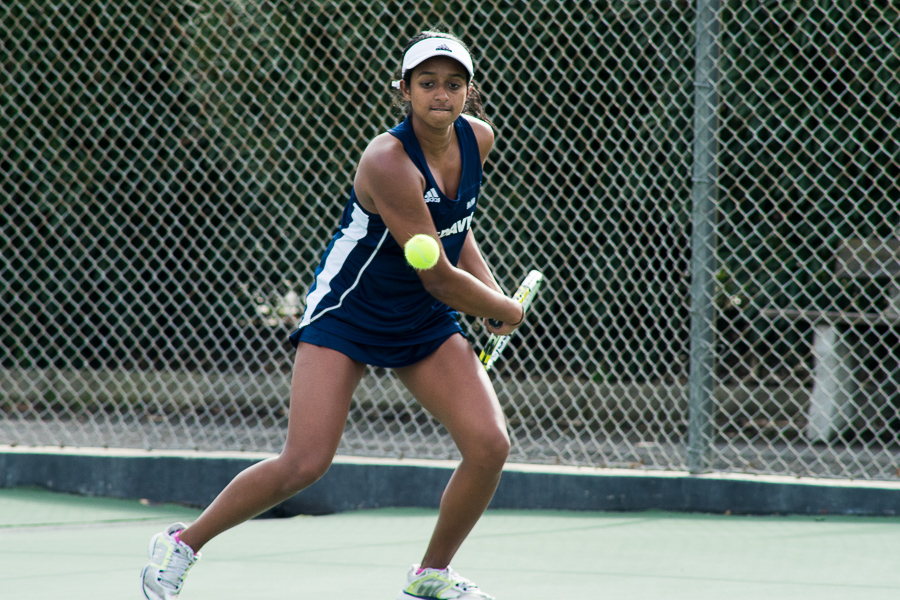 Women's tennis rolls into conference play