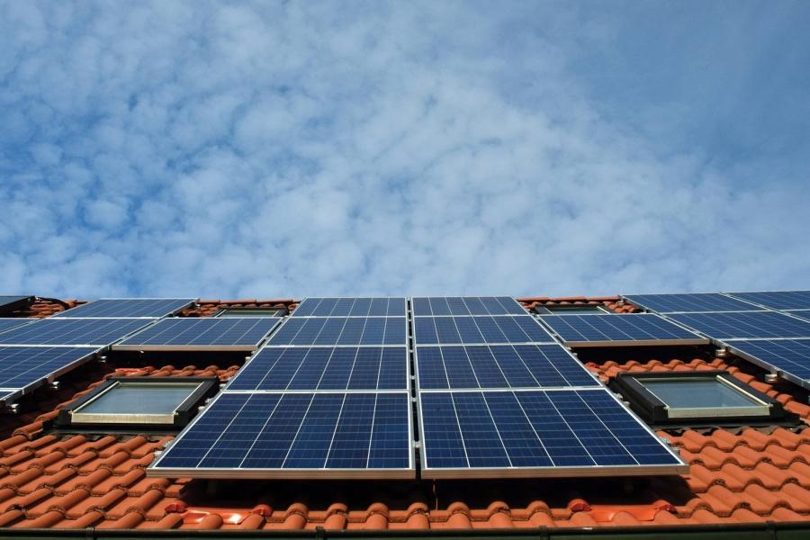 California mandates solar power for all new homes