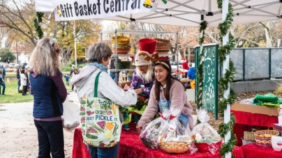Davis wraps up holidays at Farmers Market