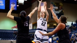 Women's basketball win streak continues