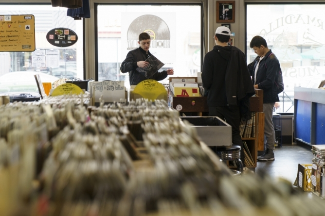 Amping up: Armadillo Music to sell beer, install turntables