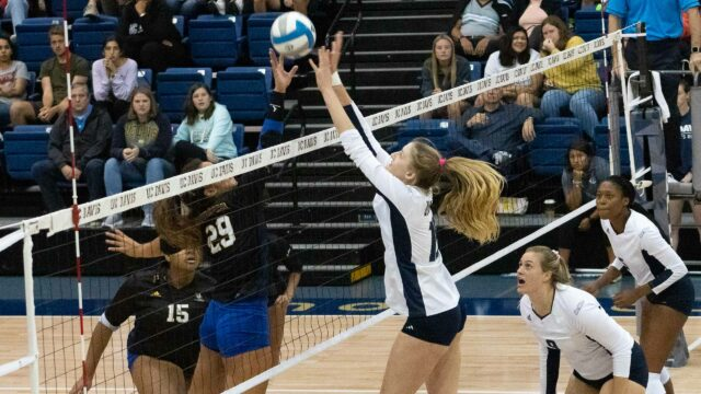 Women's Volleyball commences Big West play with two strong victories