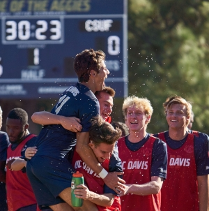 Aggies dominate Fullerton in Big West semifinal