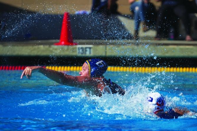Robinson dominates, Aggies struggle in Aggie Classic Waterpolo Tournament