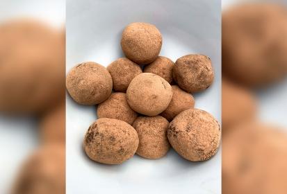 Recipes in quarantine: Dark chocolate avocado truffles